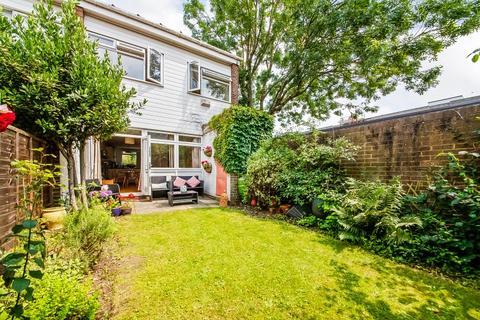 3 bedroom end of terrace house for sale - Kidbrooke Park Close London SE3