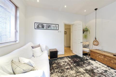 2 bedroom flat for sale - Eynham Road, London, W12