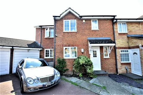 4 bedroom end of terrace house for sale - Redford Close, Feltham, Middlesex, TW13