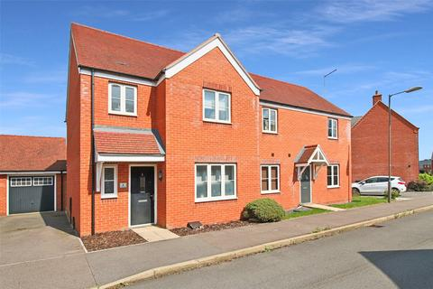 3 bedroom semi-detached house for sale - Cardinal Dr, Aylesbury, HP18