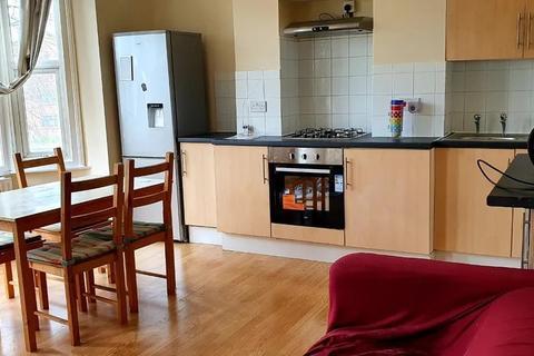 3 bedroom flat to rent - Gorringe Park Avenue, Mitcham CR4