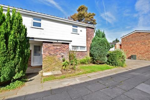 3 bedroom end of terrace house to rent - Dyson Walk Eddington Hill RH11