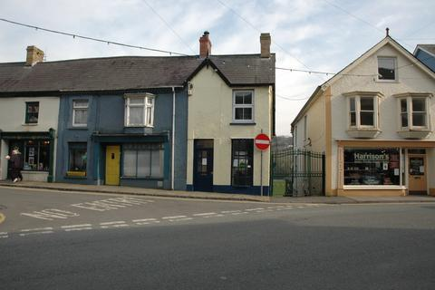 Property to rent - 1 Market Square, Newcastle Emlyn