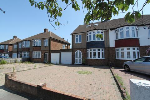 4 bedroom semi-detached house to rent - Chapel Farm Road, Mottingham