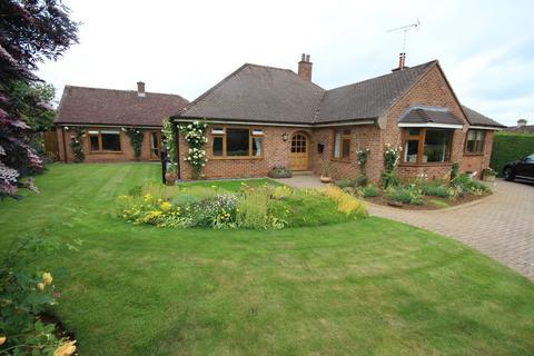 4 bedroom detached bungalow for sale - Wheatley Avenue, Uppingham