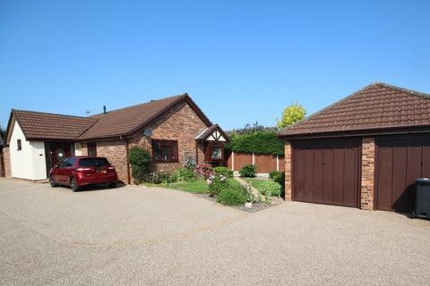 2 bedroom detached bungalow for sale - Atis Cross, Oakenholt, Flint