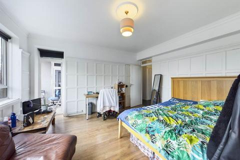 3 bedroom flat to rent - Blemundsbury House, Dombey Street, London