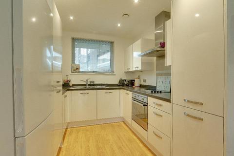1 bedroom flat for sale - Southampton Way, London, SE5, London, SE5 7TT