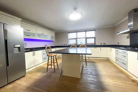 4 bedroom house to rent - Rosedale Avenue, ,