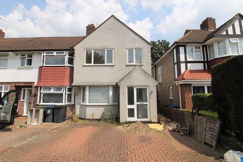 3 bedroom end of terrace house for sale - Kingshill Avenue, Worcester Park