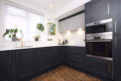 2 bedroom flat to rent - Flat 2/2, 51 Winton Drive, G12 0QB