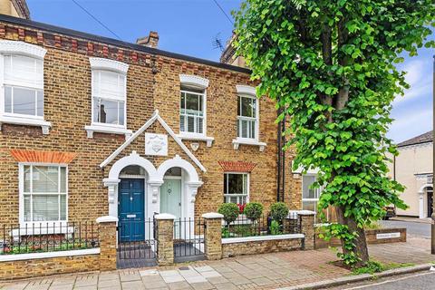 3 bedroom terraced house for sale - Eversleigh Road, Battersea, London, SW11