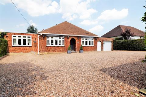 4 bedroom detached bungalow for sale - The Grove, West Kingsdown, Sevenoaks