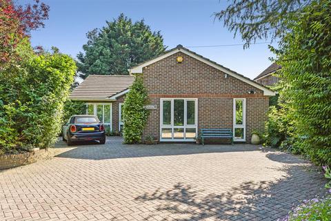 3 bedroom detached bungalow for sale - Main Road, Yapton