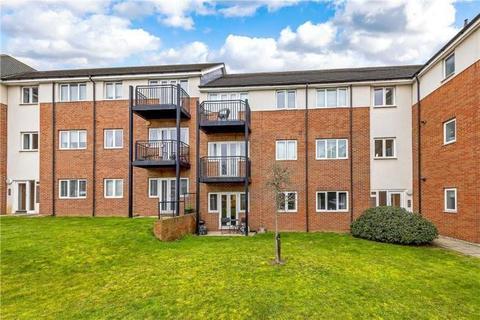 2 bedroom flat to rent - Thomas Drive, Romford