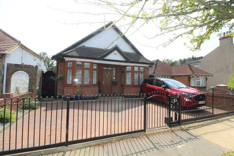 3 bedroom detached bungalow for sale - Forest Road, Romford