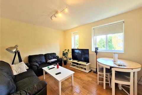 3 bedroom flat to rent - Lodsworth House, Dagnall Street, London