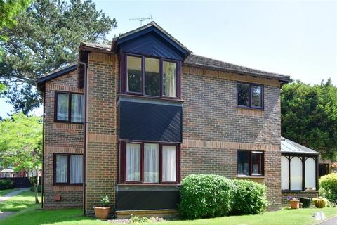 2 bedroom flat for sale - Roseneath Court, Caterham, Surrey