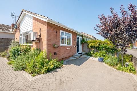 3 bedroom bungalow for sale - Pembroke Road, Coxheath, ME17