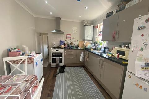 2 bedroom flat to rent - Parkhurst Road N22