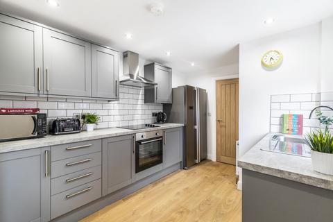 6 bedroom terraced house to rent - Estcourt Avenue, Leeds, LS6