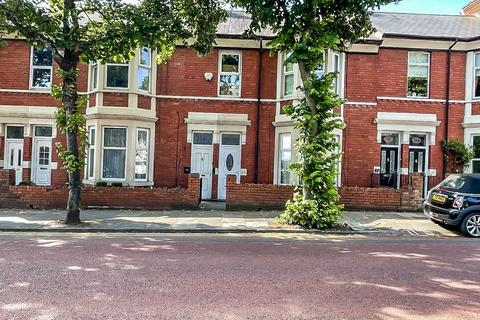 2 bedroom ground floor flat for sale - Queen Alexandra Road, North shields, North Shields, Tyne and Wear, NE29 9AR