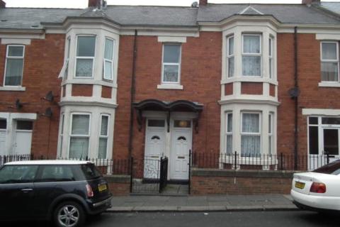 3 bedroom flat to rent - Fairholm Road, Newcastle upon Tyne