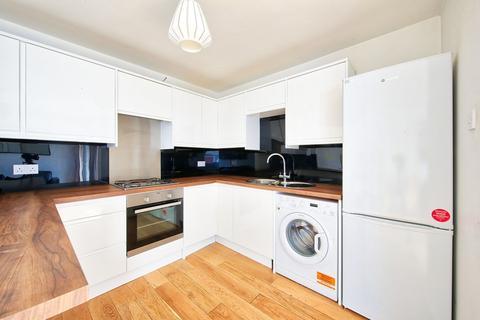 4 bedroom flat to rent - Cedars Road, Clapham SW4