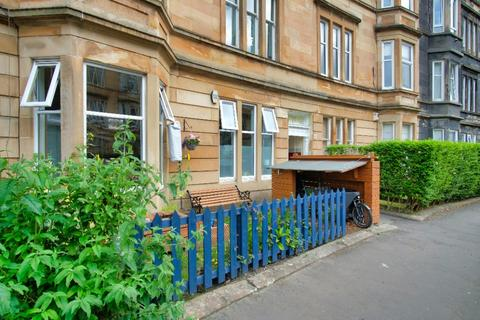 3 bedroom flat for sale - Albert Avenue, Flat 0/1, Queens Park, Glasgow, G42 8RD