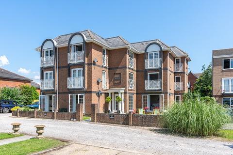 2 bedroom flat for sale - York Road, Netley Abbey, Southampton, Hampshire. SO31 5DD