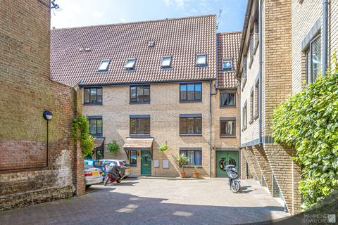 3 bedroom apartment for sale - Roaches Court, Wensum Street