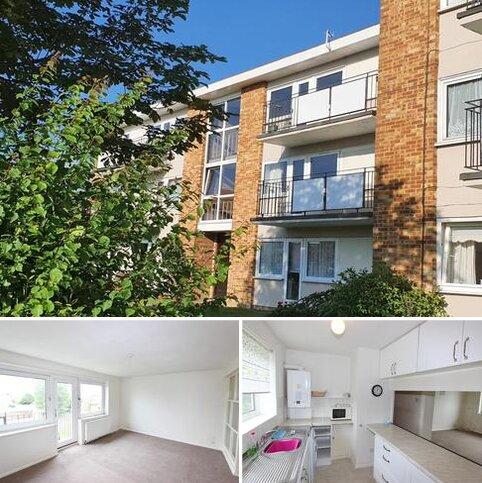 2 bedroom flat for sale - Lord Warden Avenue, Walmer
