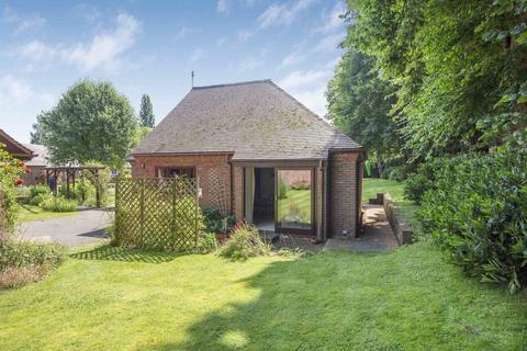 1 bedroom semi-detached bungalow for sale - Bowling Court, Henley-on-Thames, RG9 2LE