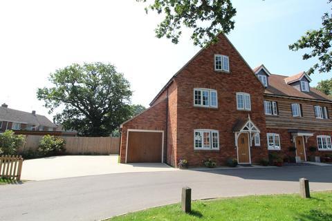 4 bedroom semi-detached house for sale - Osprey Close, Upton