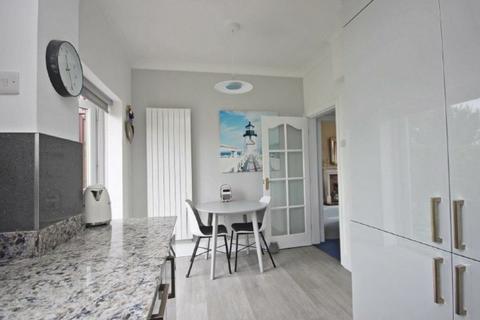 6 bedroom semi-detached house to rent - Cedar Drive, Durham