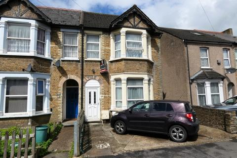 1 bedroom in a house share to rent - Modern Studio to Rent - UB7 Area - Otterfield Road