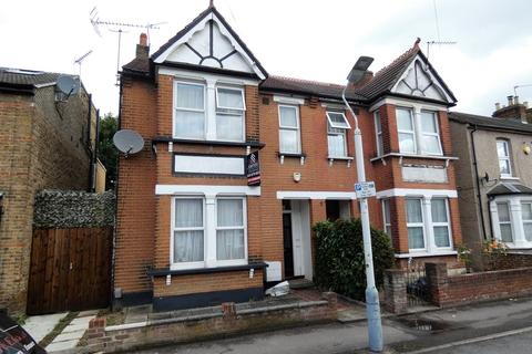 1 bedroom in a house share to rent - Stunning New Modern Studio - UB7 Bellclose Road