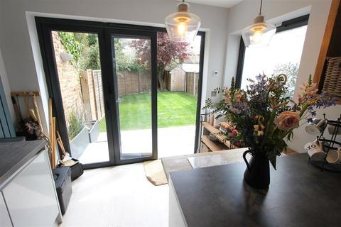4 bedroom semi-detached house for sale - Woodside Avenue London SE25 5DW
