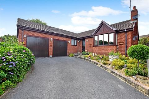 3 bedroom bungalow for sale - Ibbetson Oval, Churwell, Morley, Leeds
