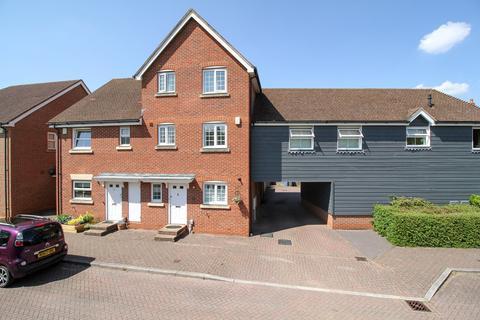 4 bedroom townhouse for sale - Giffard Lane, Fleet, GU51