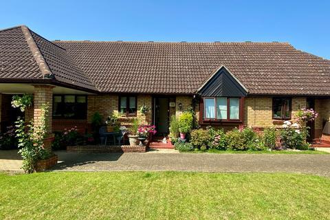 2 bedroom bungalow for sale - Alexander Mews, Howe Green, CM2
