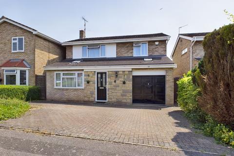 3 bedroom detached house for sale - Linden End, Aylesbury