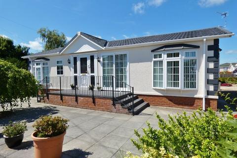 2 bedroom park home for sale - Willow Drive, Lamaleach Park, Freckleton, Preston, PR4 1DF