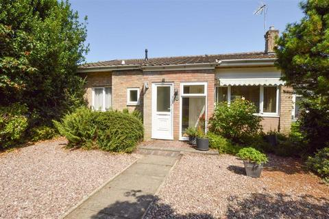 2 bedroom detached bungalow for sale - Chorley Way, CH63