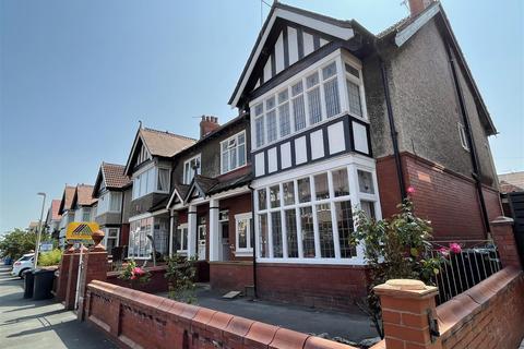 2 bedroom flat for sale - Park Road, Lytham St Annes