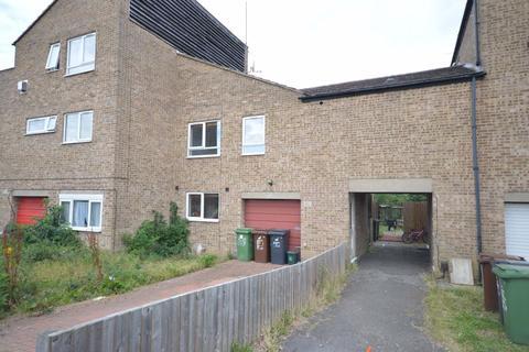 2 bedroom maisonette to rent - Herford Close
