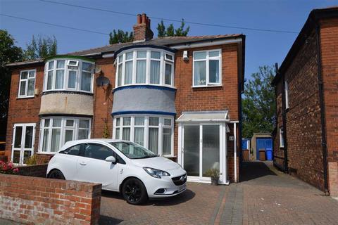 3 bedroom semi-detached house for sale - Bessingby Road, Bridlington, East Yorkshire, YO15