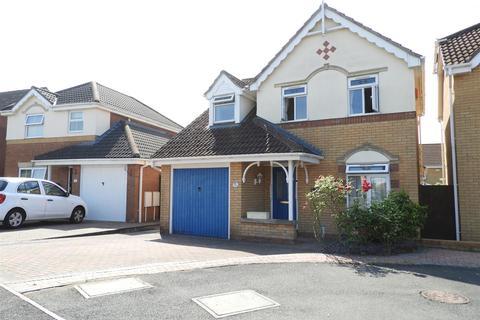 3 bedroom detached house for sale - Longfellow Close, Swindon