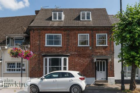 3 bedroom cottage for sale - High Street, Royal Wootton Bassett SN4 7