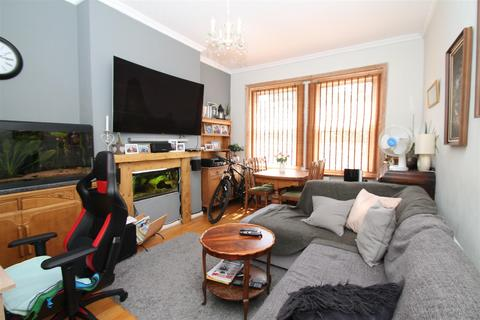 2 bedroom flat for sale - Fox Lane, Palmers Green, London N13